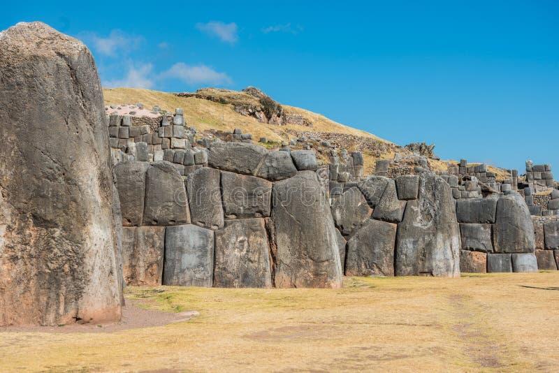 Ruines de Sacsayhuaman dans les Andes péruviens chez Cuzco Pérou photo libre de droits