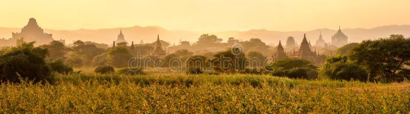 Ruines de temple au lever de soleil, Bagan, Myanmar photographie stock libre de droits