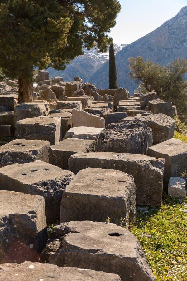 Ruines de temple de pronaia d'Athéna à Delphes, Grèce images stock
