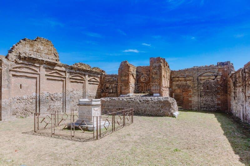 Ruines de temple de Vespasian dans le forum de Pompeii, Italie photographie stock