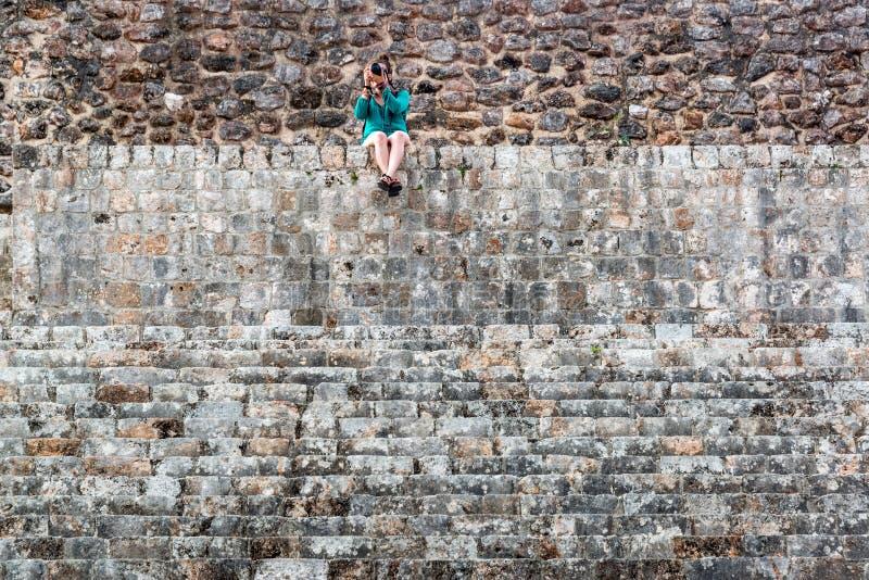 Ruines de touristes et maya image libre de droits