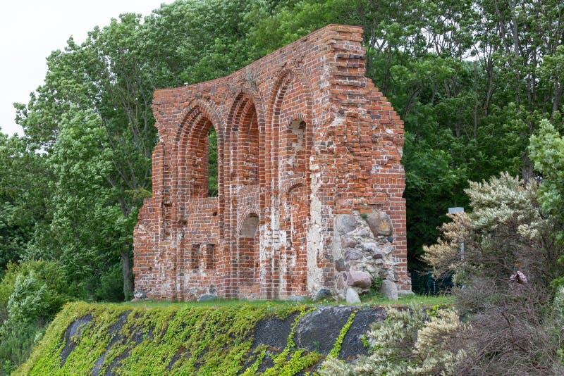 Ruines de vieille église dans Trzesacz en Pologne photo libre de droits