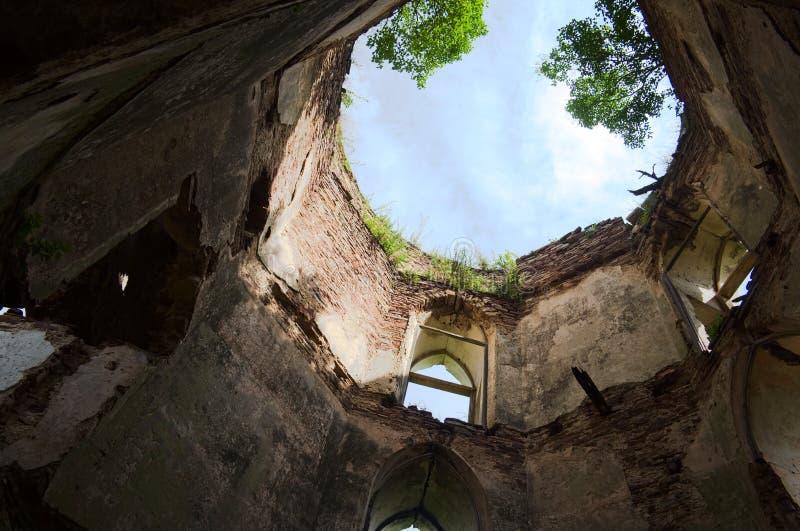 Ruines de vieux ch?teau Tour antique abandonn?e de forteresse image libre de droits