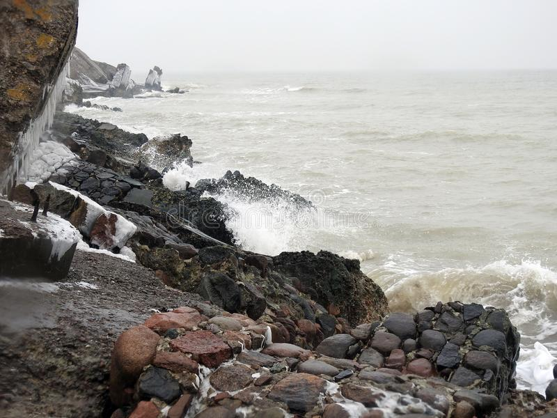 Ruines des forts du nord sur la côte de mer baltique, Lettonie photo libre de droits