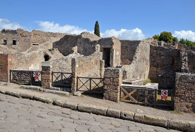 Ruines des maisons à Pompeii image stock