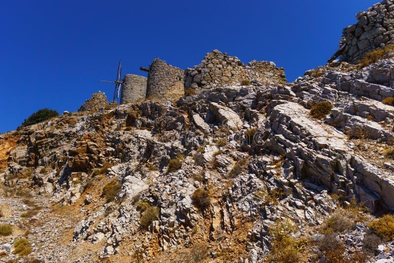 Ruines des moulins à vent encient construits au XVème siècle photos libres de droits