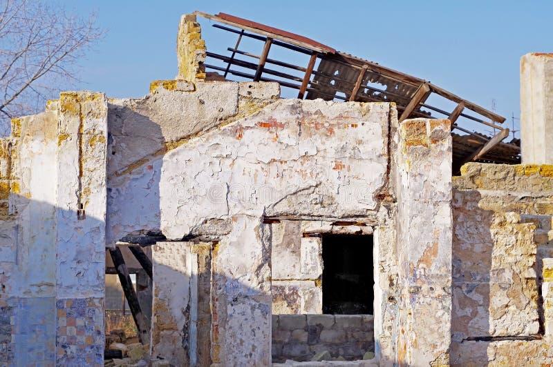 Ruines du bâtiment détruit images libres de droits