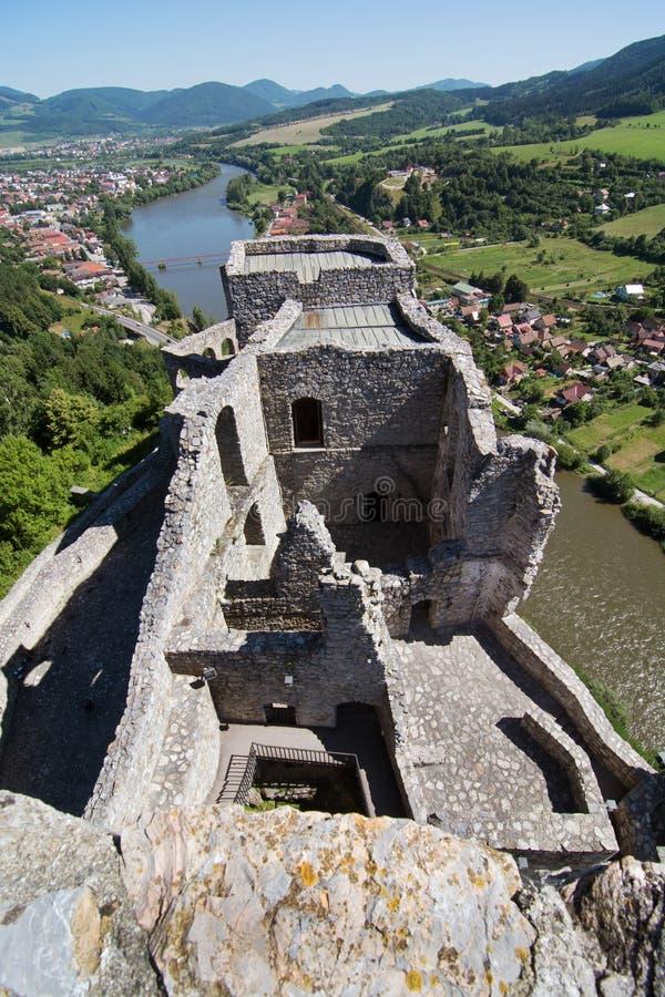 Ruines du château de Strecno, Slovaquie image stock