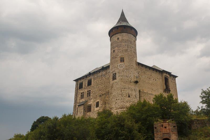 Ruines du château médiéval de Kuneticka Hora photographie stock