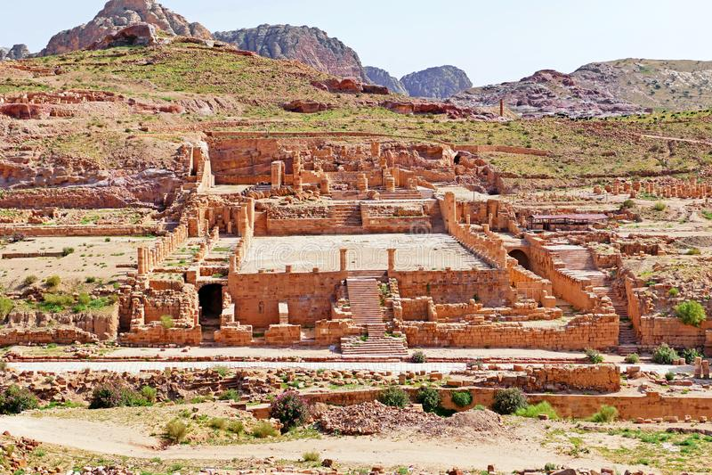 Ruines du grand temple dans PETRA, Jordanie photos stock