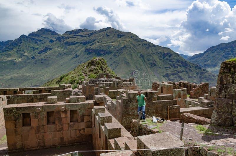 Ruines du temple du Sun chez Pisac dans la vallée sacrée image stock