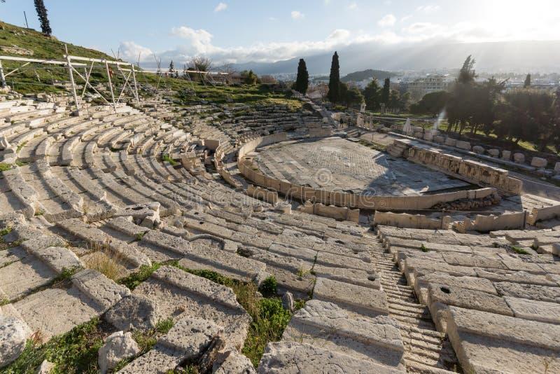 Ruines du théâtre de Dionysus dans l'Acropole d'Athènes, Grèce photographie stock