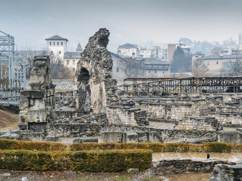 Ruines du vieux théâtre romain établi vers la fin du règne d'Augustus, quelques décennies après la base de la ville photos stock