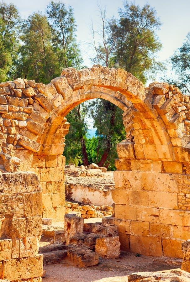Ruines en pierre antiques avec la voûte photo stock