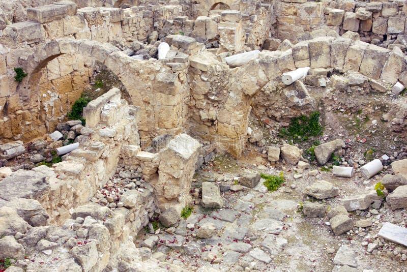 Ruines en pierre antiques m?diterran?ennes avec des vo?tes photos stock