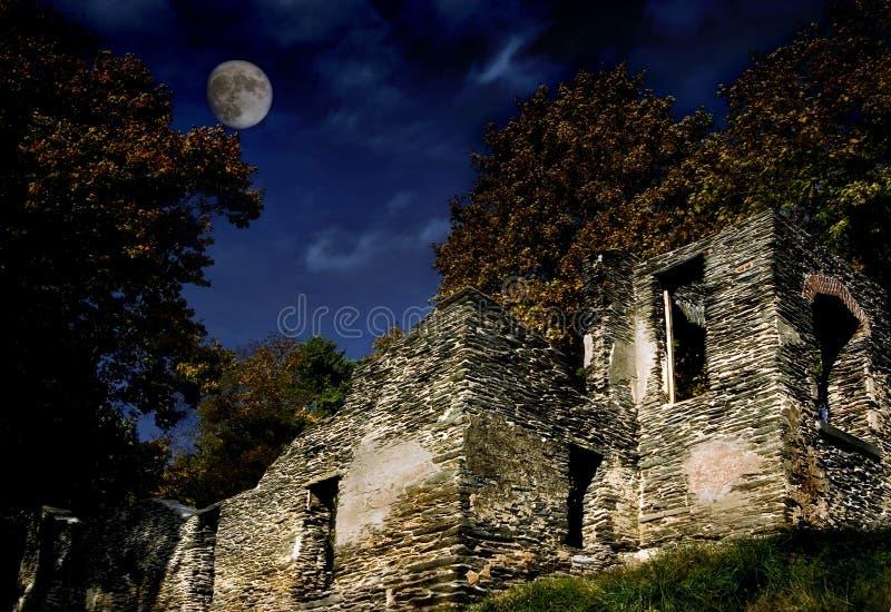 Ruines la nuit image libre de droits