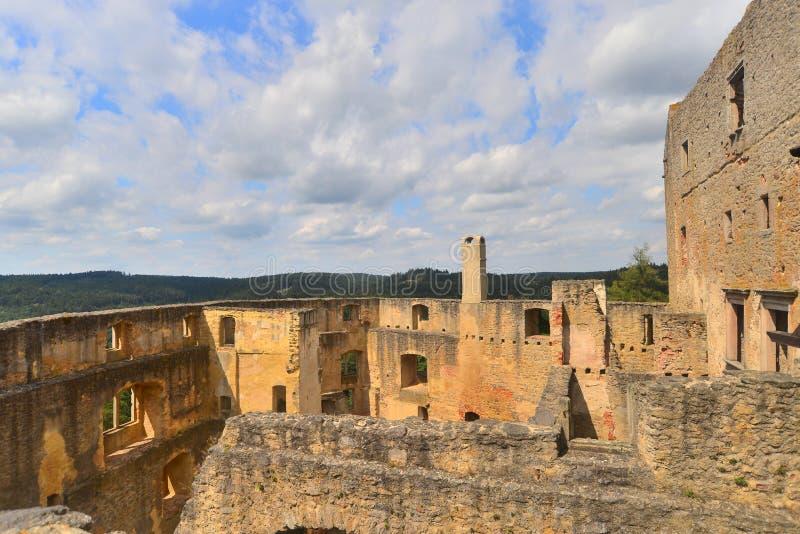 Ruines médiévales de château dans Karlstejn, République Tchèque photos stock