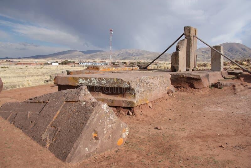Ruines mégalithiques de puma Punku, Tiwanaku, Bolivie photos stock