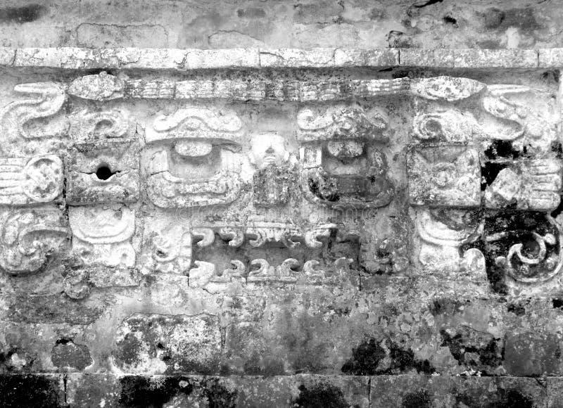 Ruines maya de frise de Chichen Itza images libres de droits