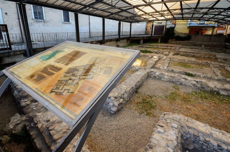 Ruines romaines archéologiques en Peschiera del Garda, Vénétie, Italie, une ville importante en périodes romaines photos libres de droits