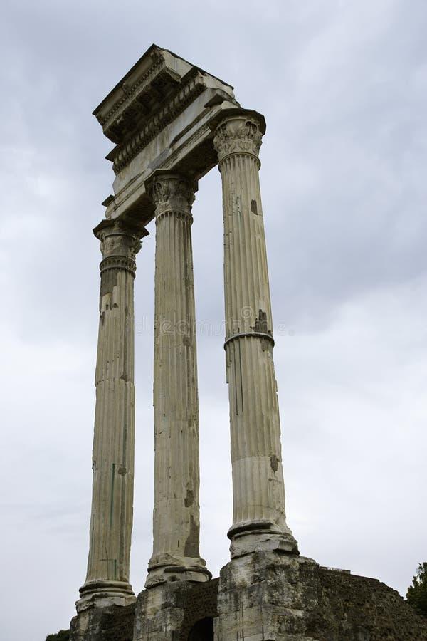 Ruines romaines de forum en Italie. photos stock