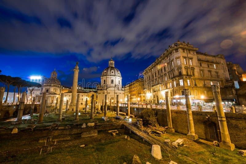 Ruines romanos durante la igualación de horas foto de archivo libre de regalías