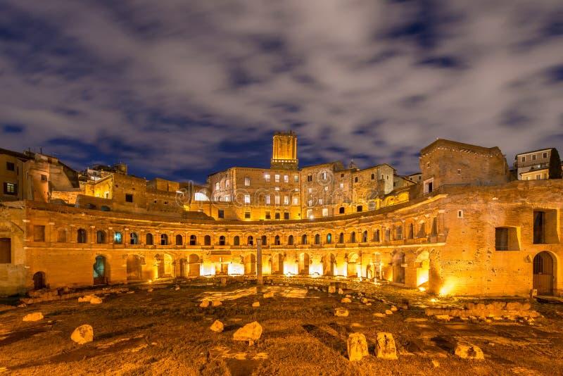 Ruines romanos durante la tarde imágenes de archivo libres de regalías