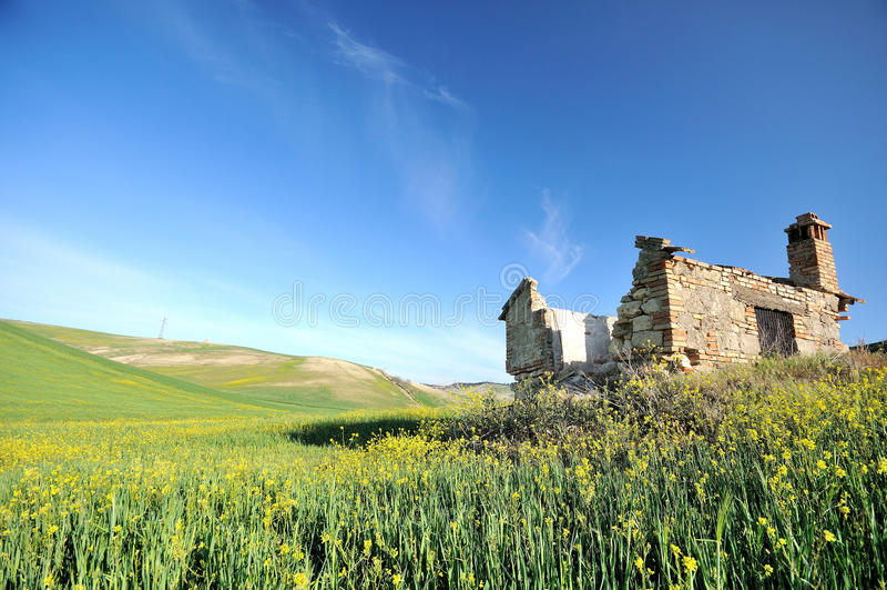 Ruines rurales dans le pays italien photo libre de droits