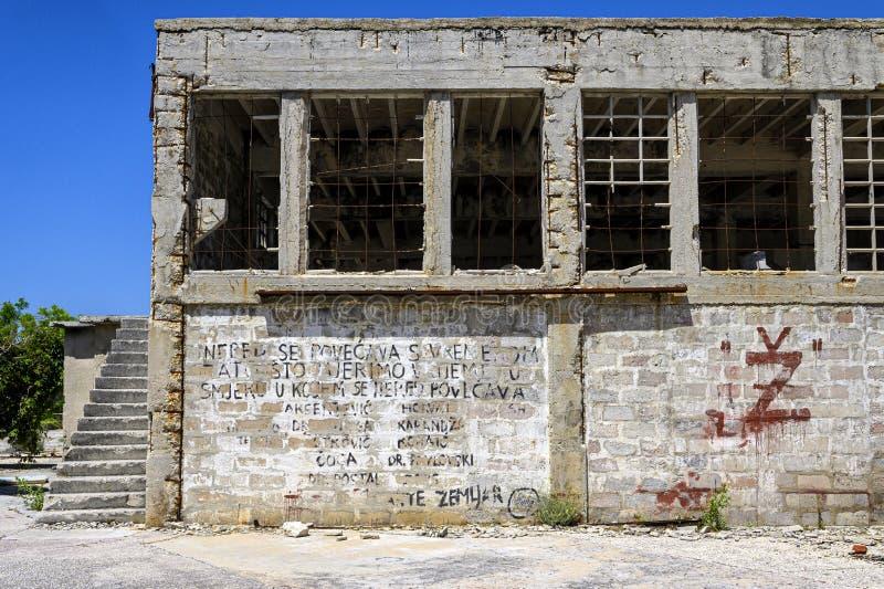 Ruines sur la prison d'otok de Goli en Croatie image libre de droits
