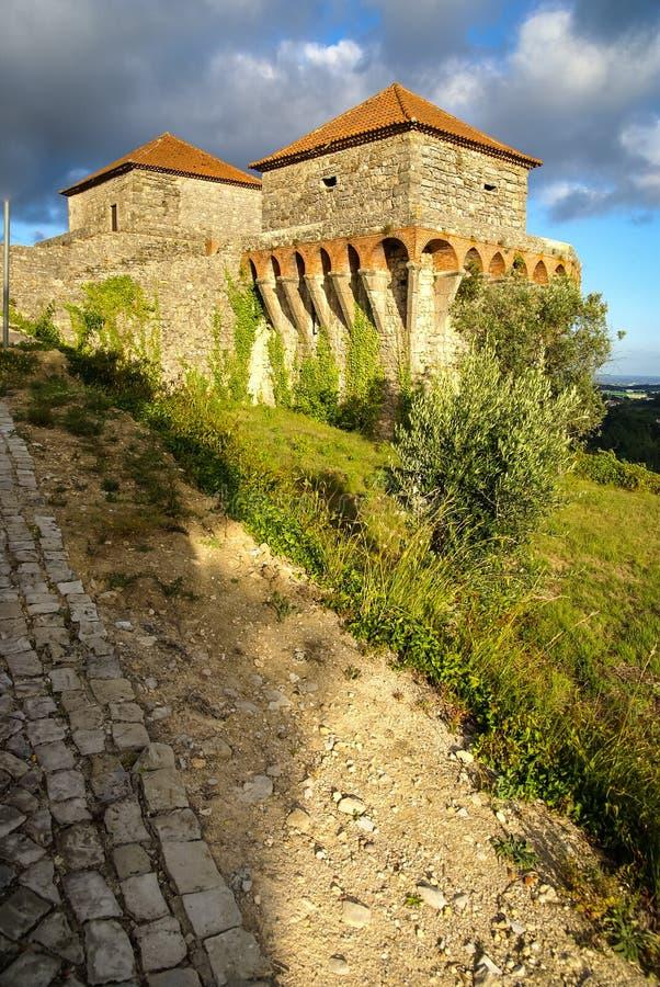 Ruines van een oud kasteel in Ourem, Portugal royalty-vrije stock fotografie