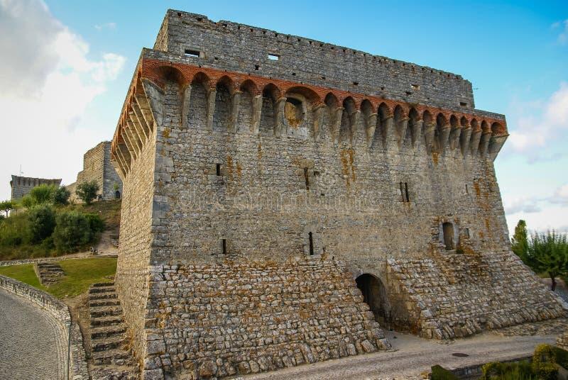 Ruines van een oud kasteel in Ourem, Portugal royalty-vrije stock afbeeldingen