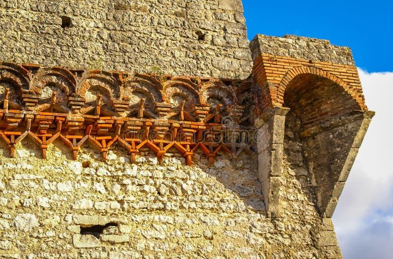 Ruines van een oud kasteel in Ourem, Portugal stock afbeelding