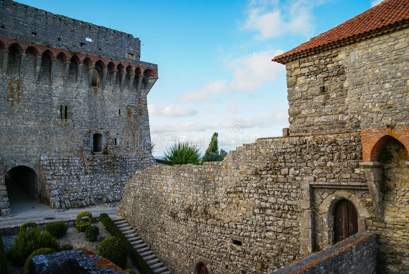 Ruines van een oud kasteel in Ourem, Portugal royalty-vrije stock foto