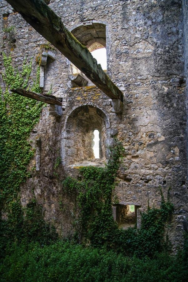 Ruines van een oud kasteel in Ourem, Portugal royalty-vrije stock foto's
