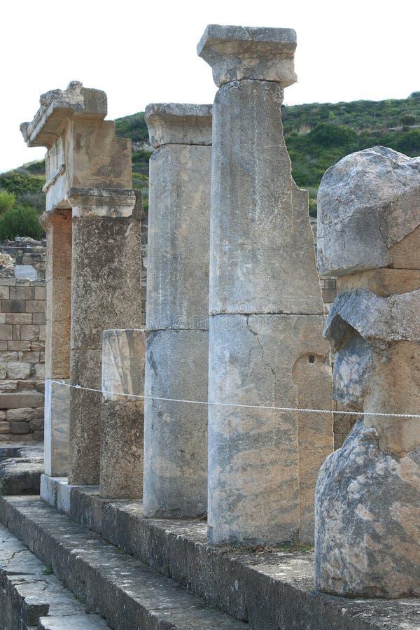 Ruinierte Säulenhallenahaufnahme lizenzfreie stockbilder