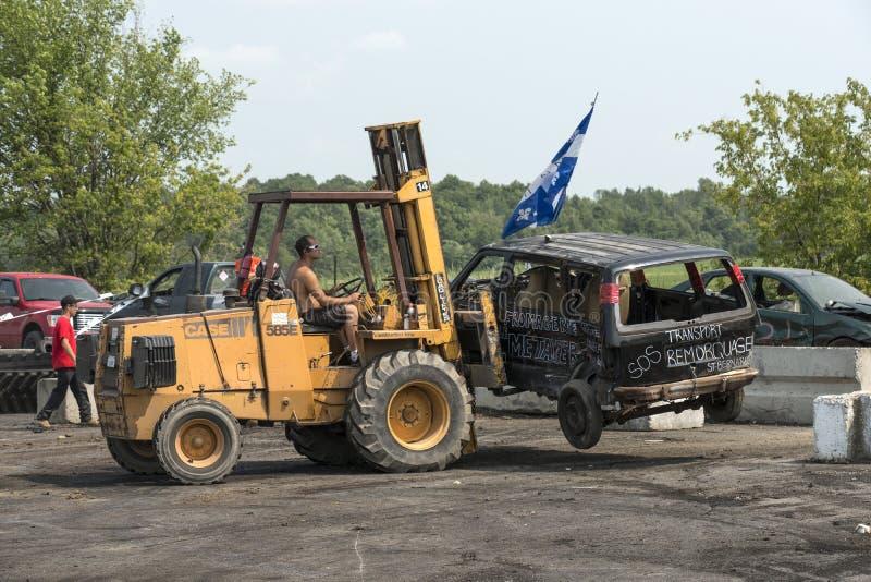 Ruinierter LKW aus Demolierung Derby heraus stockbilder