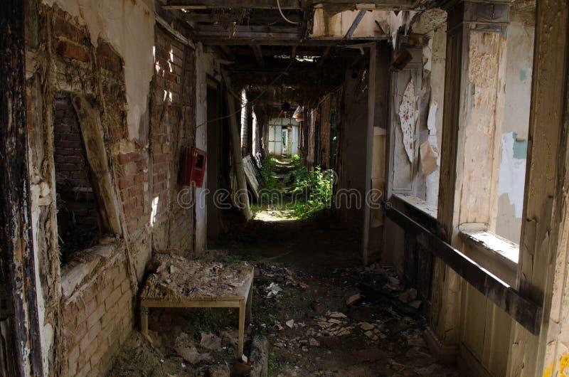 Ruiniertes Hotel in Deutschland lizenzfreie stockbilder