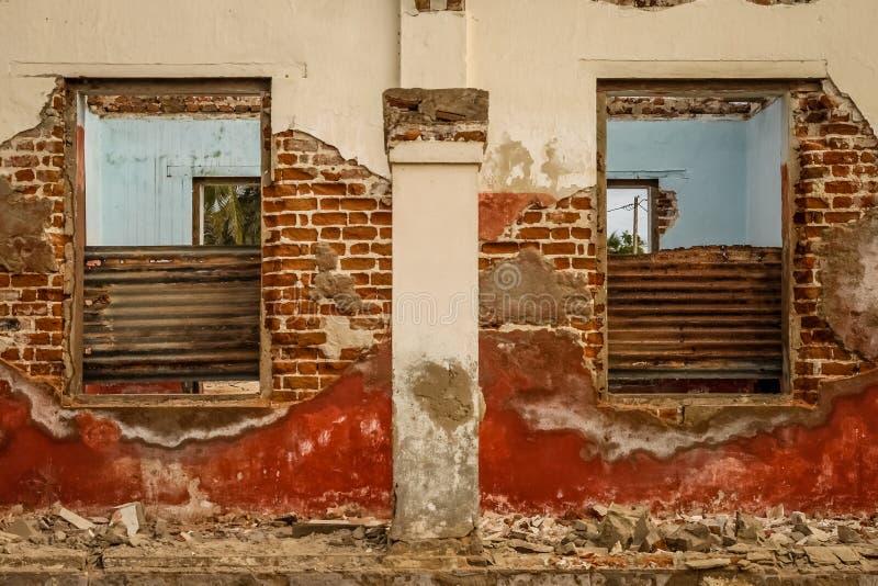 Ruiniertes Kolonialhaus stockfotos