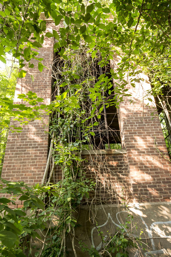 Ruins of electrical station on Hockanum River in Manchester, Connecticut. Brick facade ruins of E.E. Hilliard's 19th century hydroelectric station, Hockanum stock photo