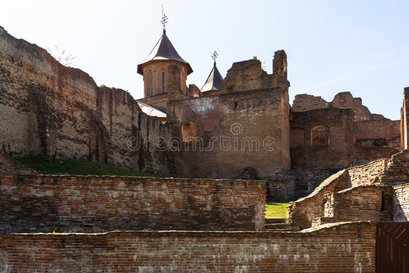 Ruiny średniowiecznego zamku i kościoła w Royal Court Targoviste, Rumunia zdjęcie stock