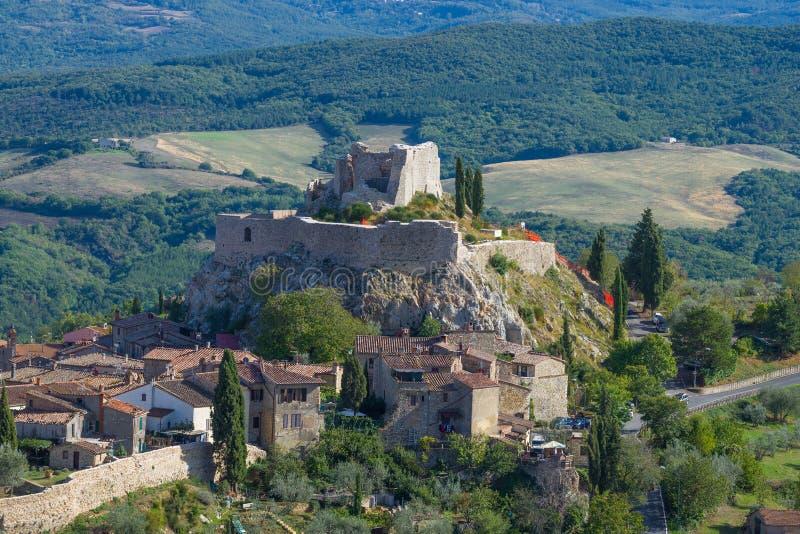 Ruiny średniowiecznej twierdzy Rocca d'Orcia Toskania, Włochy zdjęcia royalty free