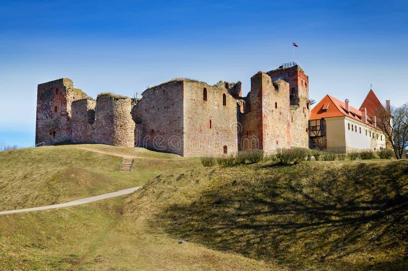 Ruiny średniowieczny kasztel w Bauska, Latvia fotografia stock