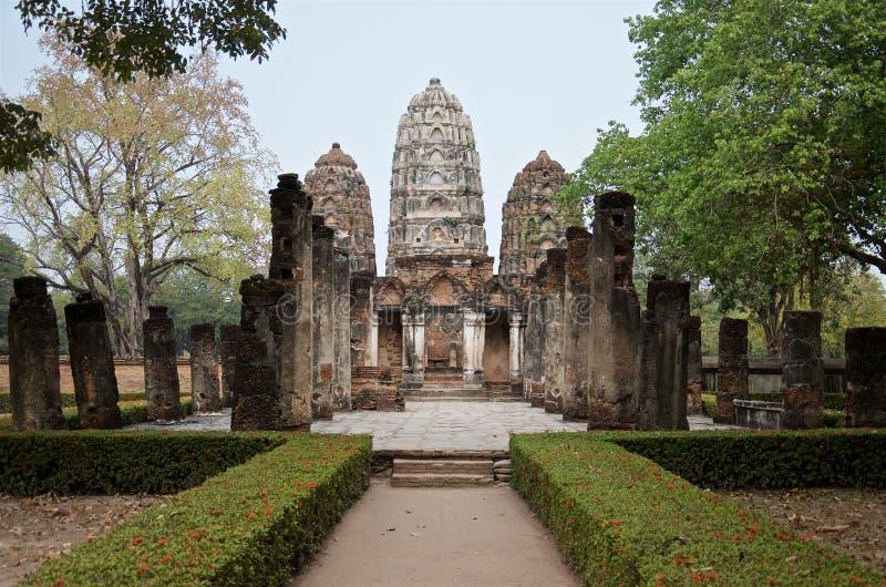 Ruiny Świątynny Wat Si Sawai na terytorium sławny Sukhothai Dziejowy park obrazy royalty free