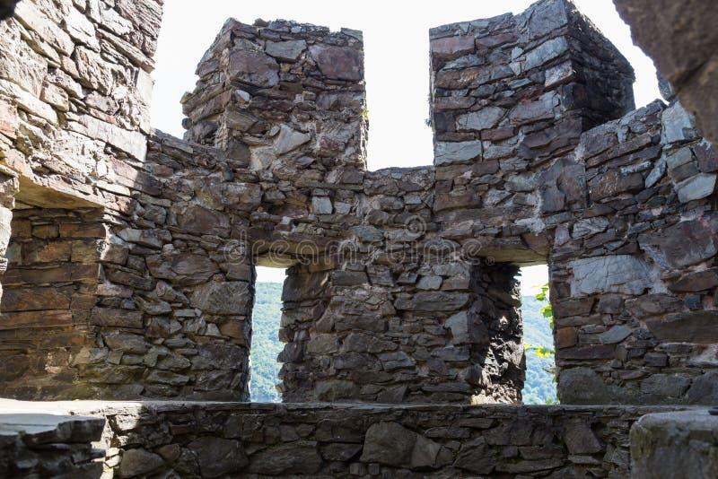 Ruiny antyczna round wieża obserwacyjna Reichenstein kasztel, Germa zdjęcia stock