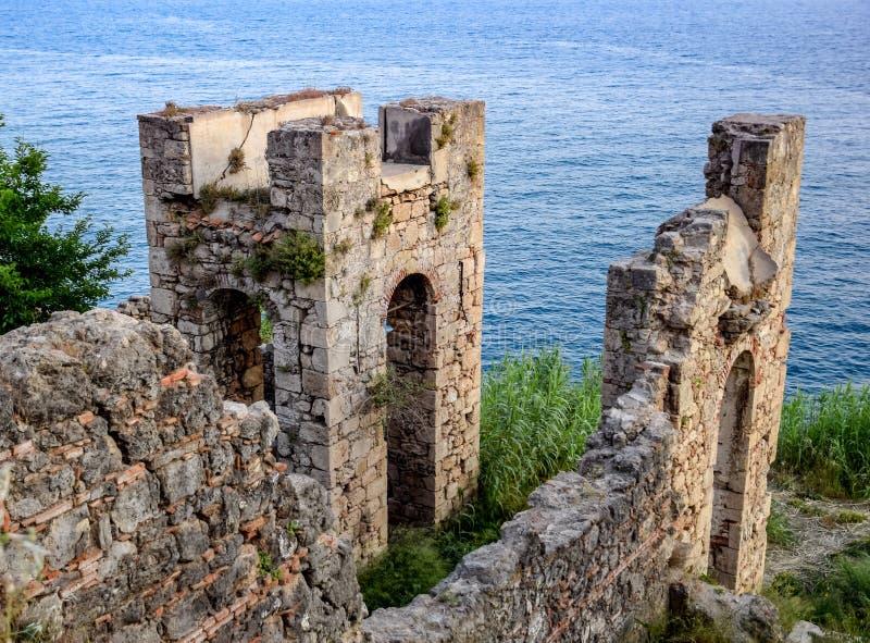 Ruiny antyczni budynki na wybrzeżu Antalya Antyczni budynki obok obrazy royalty free