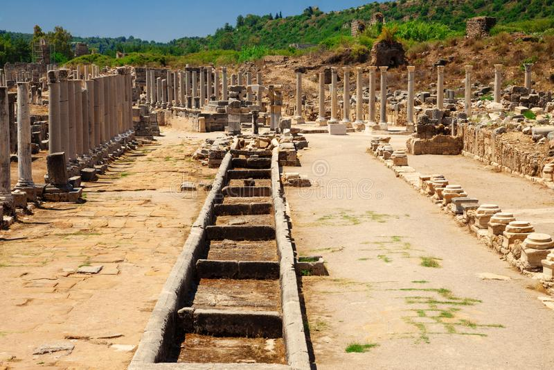 Ruiny antyczny miasto Perge blisko Antalya Turcja fotografia royalty free