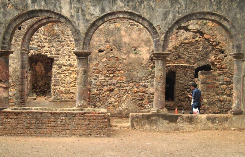 Ruiny antyczny pałac w przedmieściu Mumbai fotografia stock
