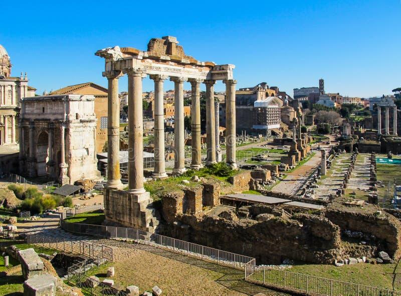 Ruiny antyczny Romański Forum w Rzym, Włochy Styczeń 2012 zdjęcie royalty free