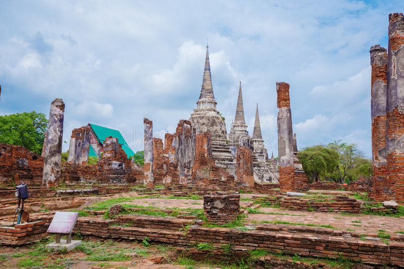 Ruiny Buddha statuy i pagoda Wat Phra Si Sanphet w Ayu obraz royalty free