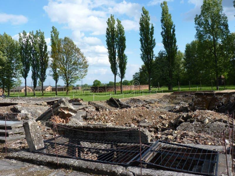 Ruiny crematoria w poprzednim koncentracyjnym obozie auschwitz - birkenau obraz stock